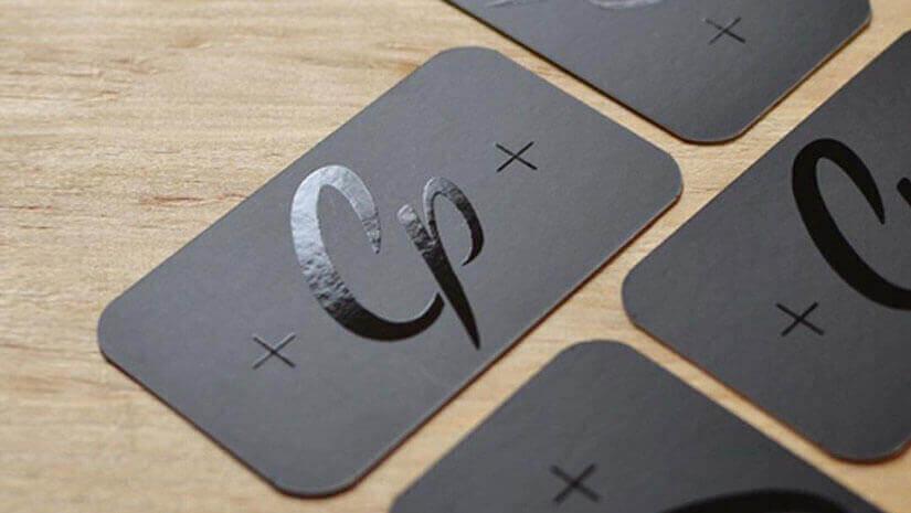 Cartes De Visite Noir Mat Et Logo Brillant En Vernis Selectif